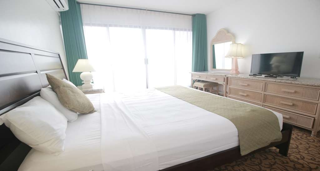 SureStay Hotel by Best Western Guam Airport South - Our king junior suite rooms are equipped with a separate living room, couch, microwave, refrigerator, flat screen TV's and free Wifi.