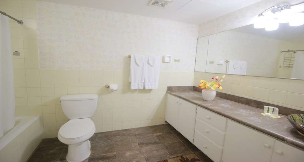 SureStay Hotel by Best Western Guam Airport South - We strive to keep our bathroom spotless upon arrival.