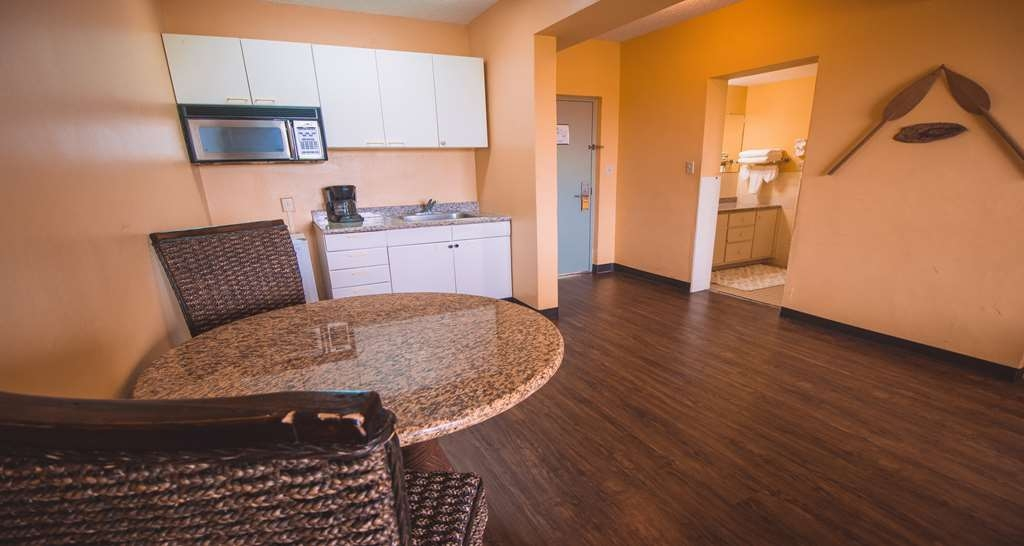 SureStay Hotel by Best Western Guam Airport South - Each of our 2 room king and queen suites offer a kitchenette with plenty of space to store any leftovers.