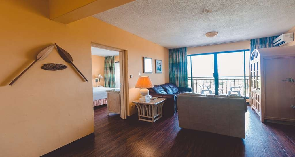 SureStay Hotel by Best Western Guam Airport South - There's plenty of space in our 2 room executive suite featuring a king bed for sleeping, eating and working.