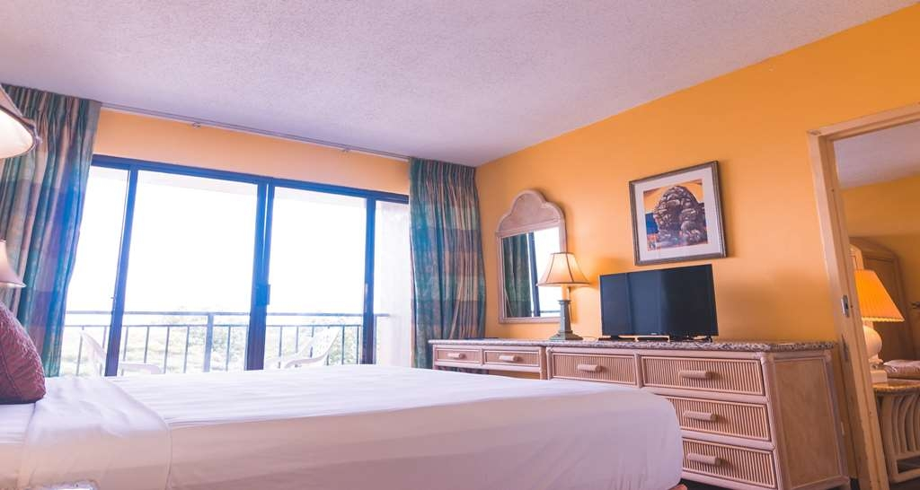 SureStay Hotel by Best Western Guam Airport South - Make a reservation in our Executive 2 room suite featuring a king bed, kitchenette and a separate living room.
