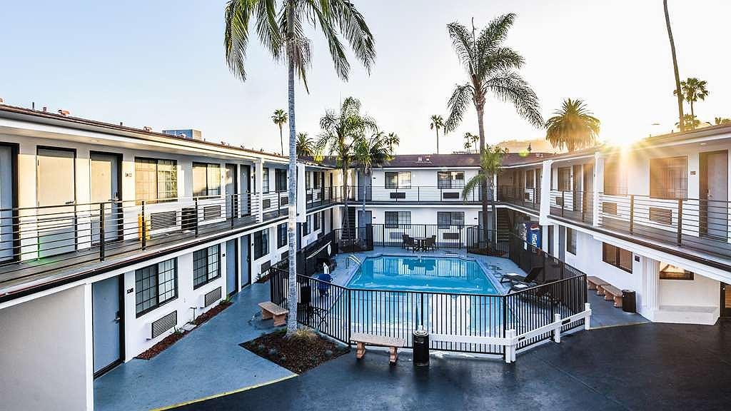 Sunset West Hotel, SureStay Collection By Best Western - Whether you want to relax poolside or take a dip, our outdoor heated pool area is the perfect place to unwind.