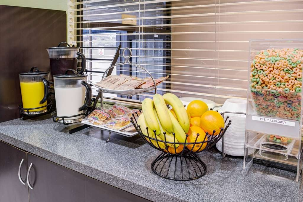 SureStay Hotel by Best Western Beverly Hills West LA - Enjoy a balanced and delicious breakfast with choices for everyone