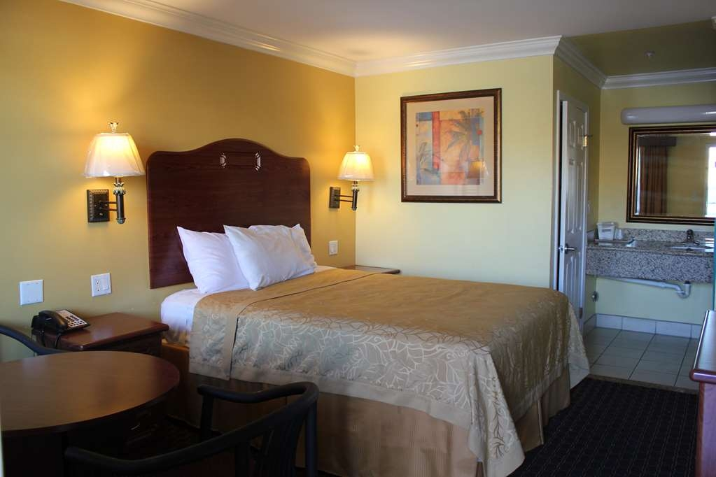 SureStay Hotel by Best Western South Gate - Sleep well in a plush queen size bed.
