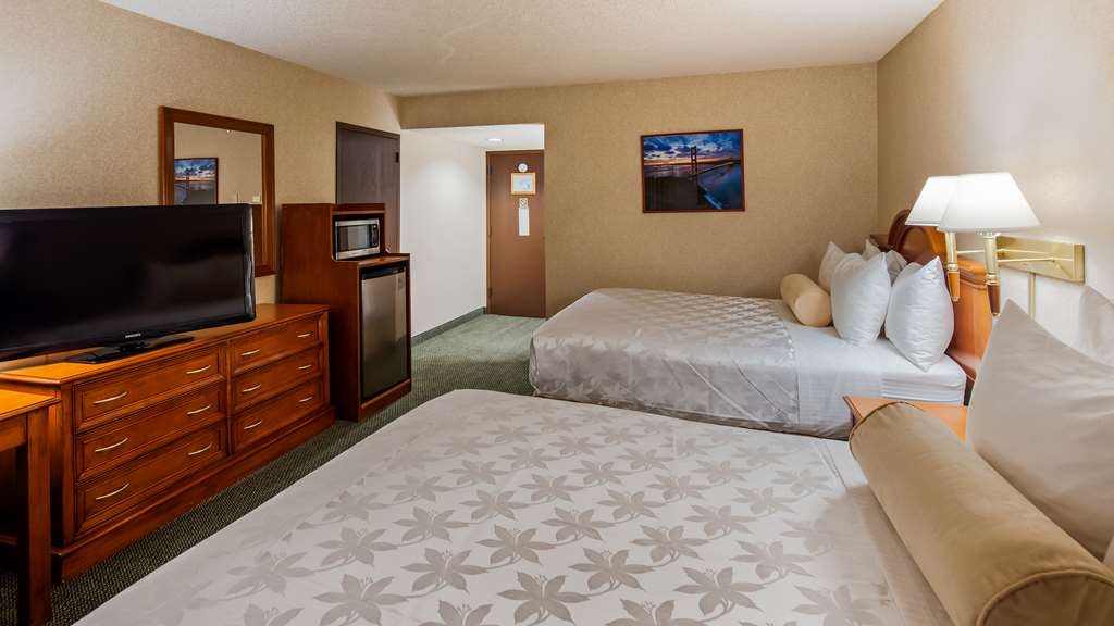 SureStay Plus Hotel by Best Western Reno Airport - Make a reservation for any of our 2 queen rooms featuring flat screen TV's, free Wifi and microwave.