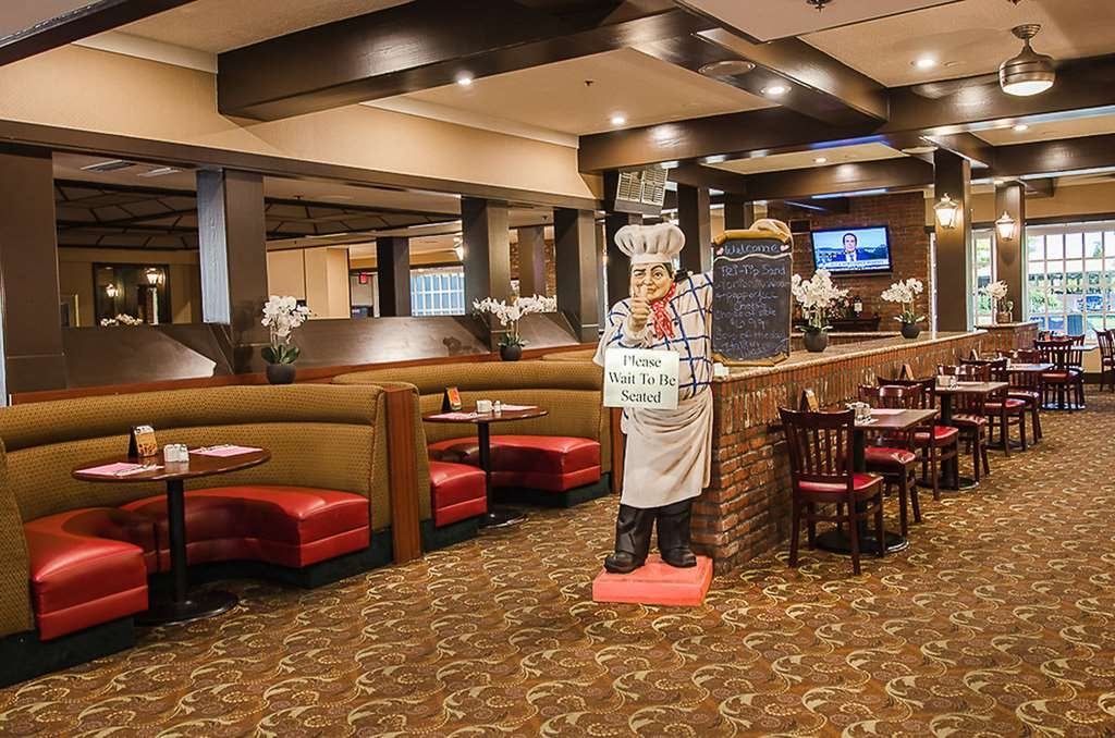 SureStay Plus Hotel by Best Western Reno Airport - Our Plaza Court on-site restaurant is open for breakfast and dinner.
