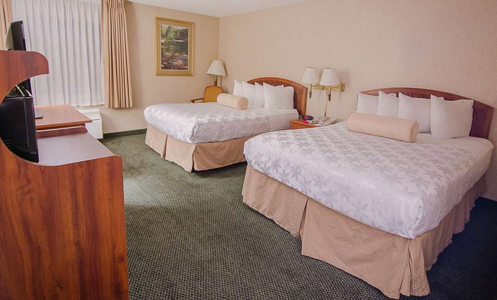 SureStay Plus Hotel by Best Western Reno Airport - Traveling with family or friends? Make a reservation in this 2 queen bedroom.