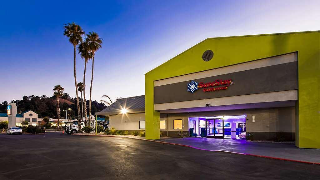 SureStay Plus Hotel by Best Western Point Richmond - Vista exterior