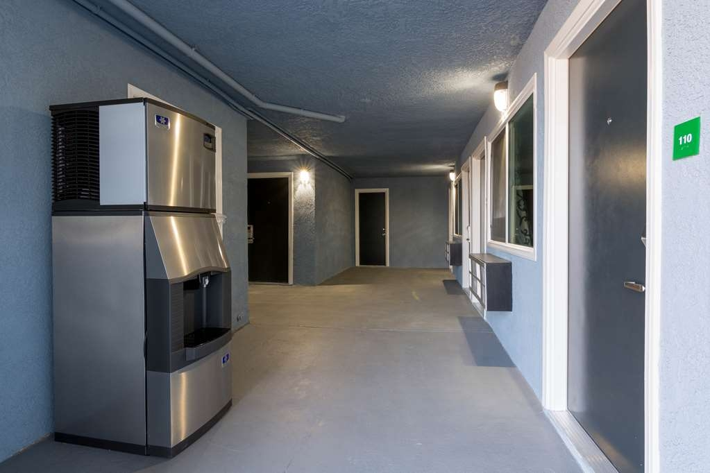 SureStay Hotel by Best Western Ridgecrest - For your convenience we offer an ice machine only steps away from your door.