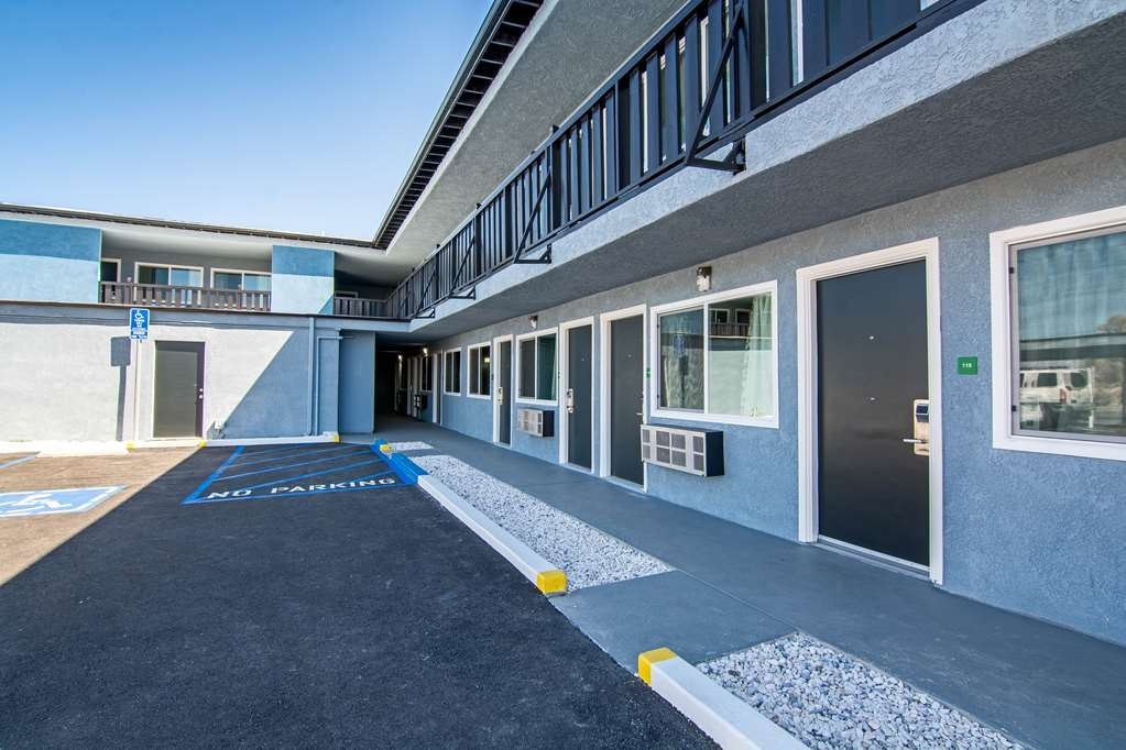 SureStay Hotel by Best Western Ridgecrest - Our exterior corridors provide the convenience to pick up and go.