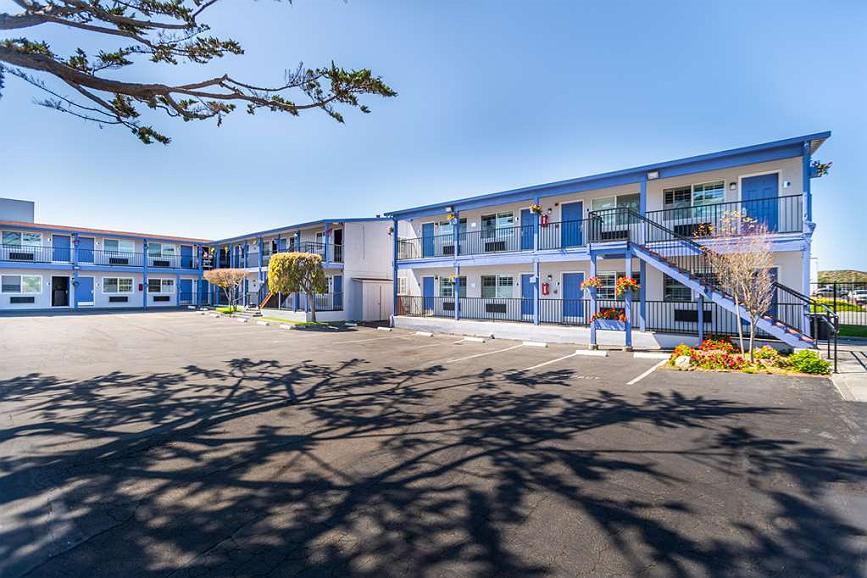 SureStay Hotel by Best Western Seaside Monterey - Façade