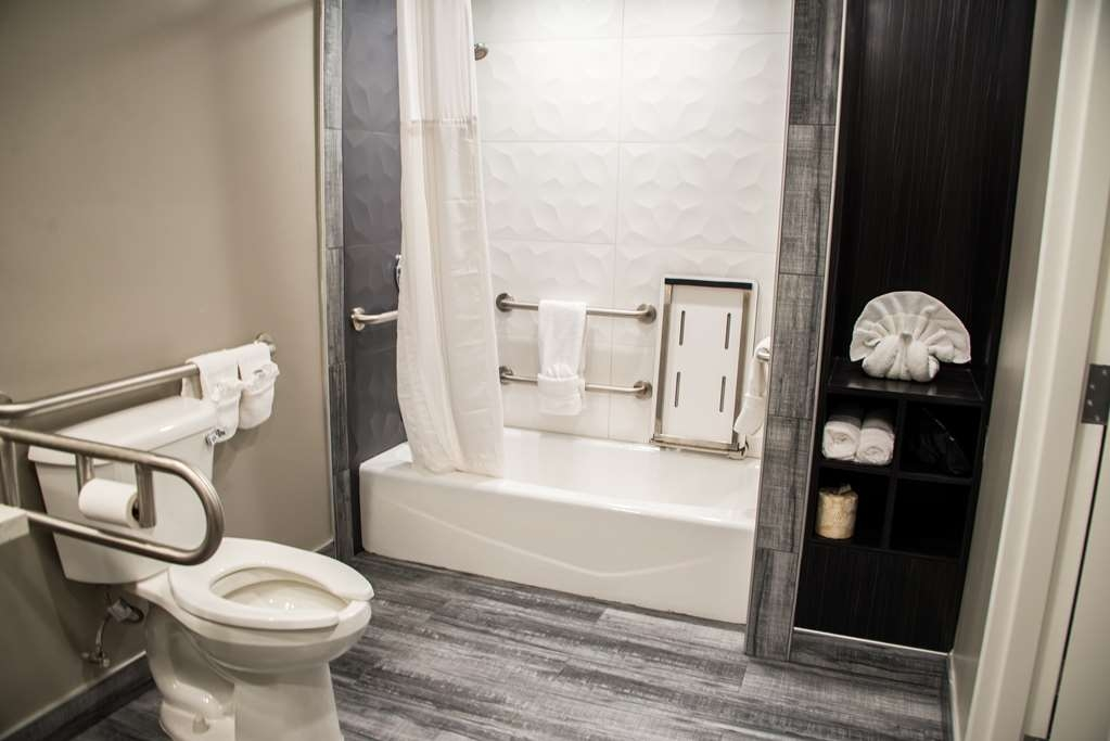 SureStay Plus by Best Western Santa Clara Silicon Valley - We designed our mobility accessible bathrooms for easy access.