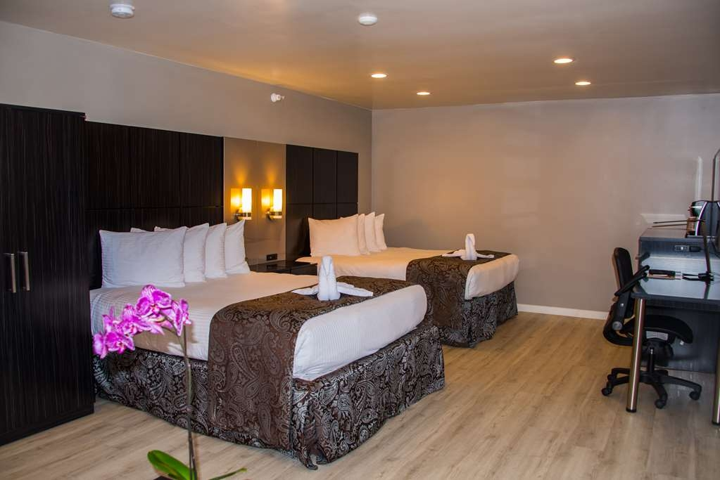 SureStay Plus by Best Western Santa Clara Silicon Valley - If you're traveling with your family or group of friends, opt for our any of our 2 queen bedrooms.