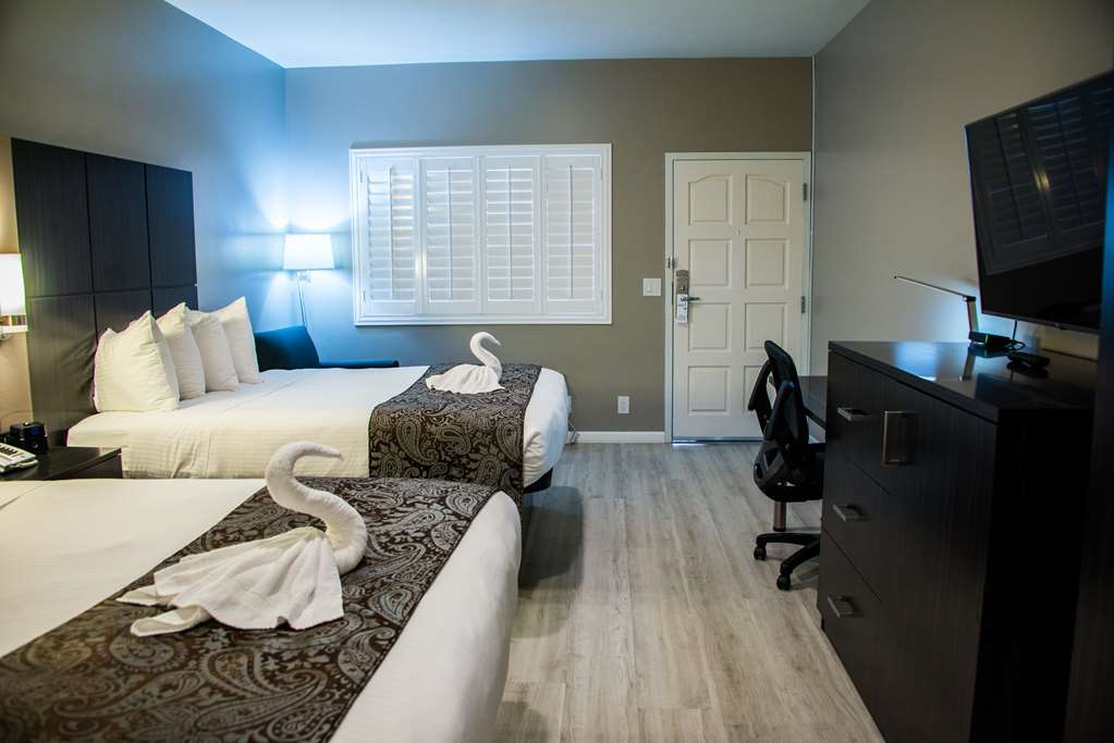SureStay Plus by Best Western Santa Clara Silicon Valley - We offer a variety of 2 queen bedrooms from standard to mobility accessible.