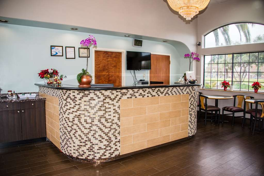 SureStay Plus by Best Western Santa Clara Silicon Valley - Our front desk is happy to provide all the comforts of home for you during your stay.
