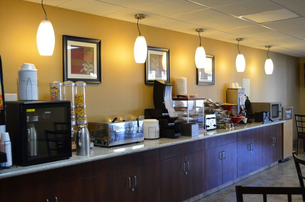 SureStay Hotel by Best Western Tehachapi - Enjoy a balanced and delicious breakfast with choices for everyone.