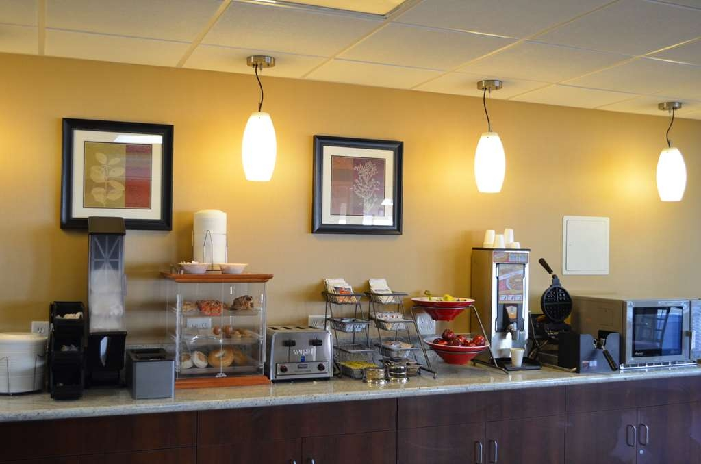 SureStay Hotel by Best Western Tehachapi - Enjoy the most important meal of the day in our breakfast area.