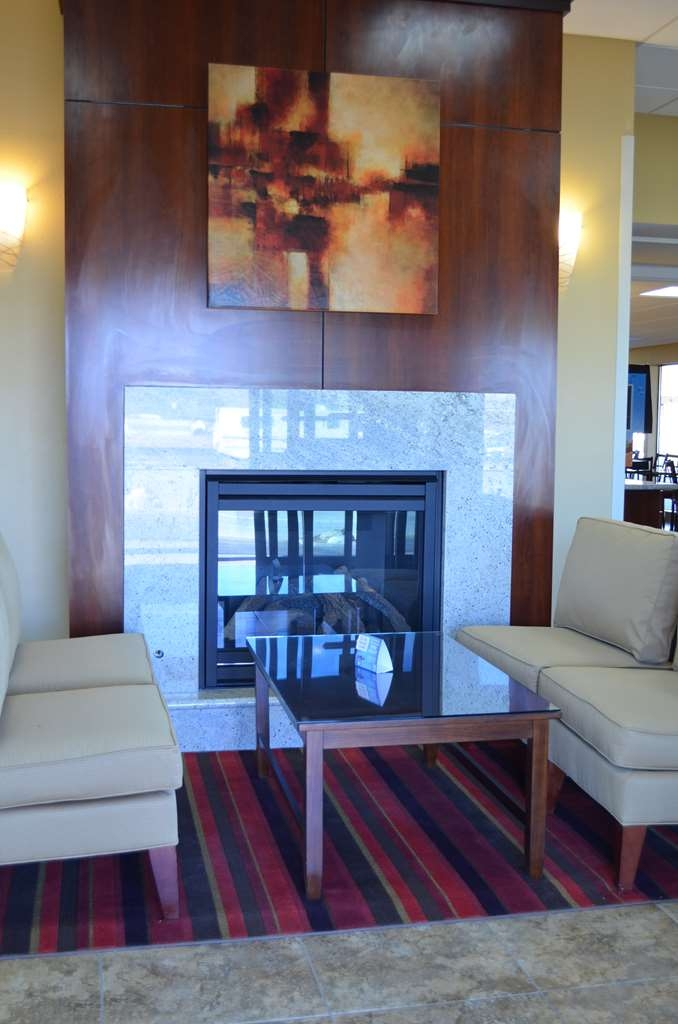 SureStay Hotel by Best Western Tehachapi - If you're here in the winter, keep warm by the fireplace in our hotel lobby