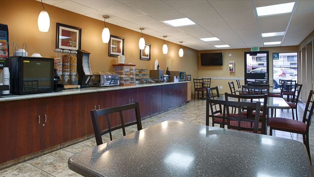SureStay Hotel by Best Western Tehachapi - Sit down and enjoy the morning news while sipping a delicious cup of coffee.
