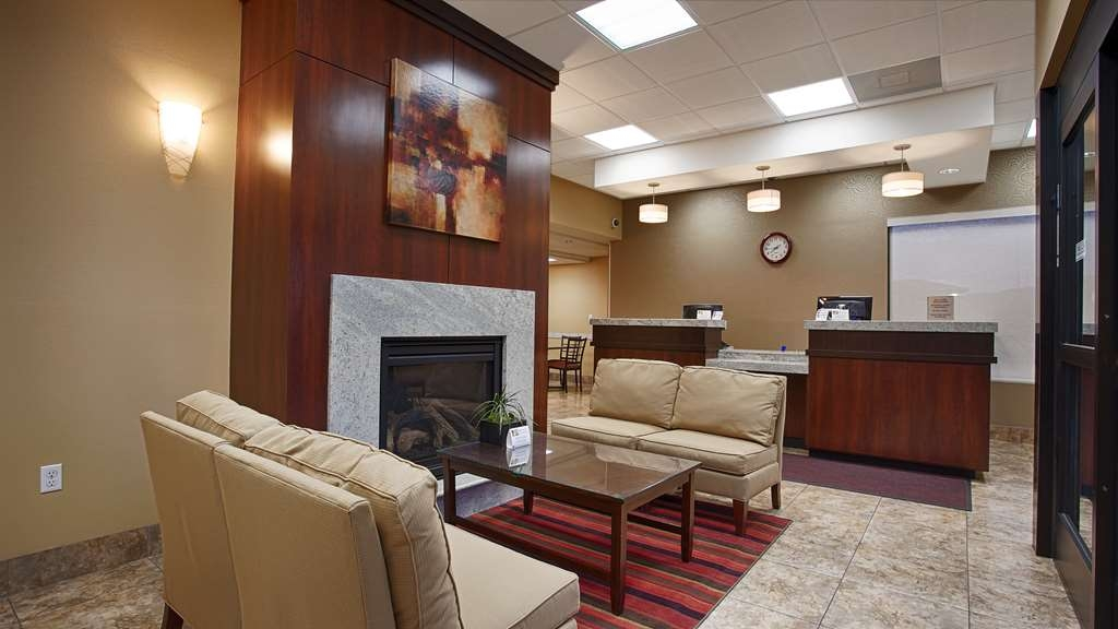 SureStay Hotel by Best Western Tehachapi - Our front desk is happy to provide all the comforts of home for you during your stay.