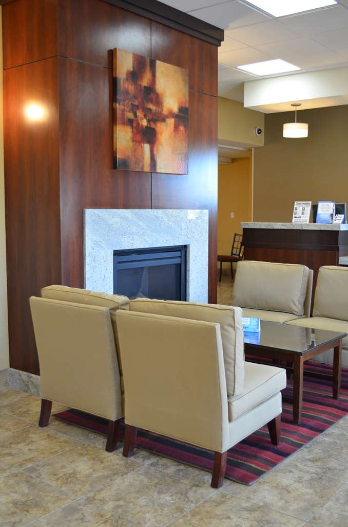 SureStay Hotel by Best Western Tehachapi - Stay warm by the fireplace or settle into one of the comfortable chairs.