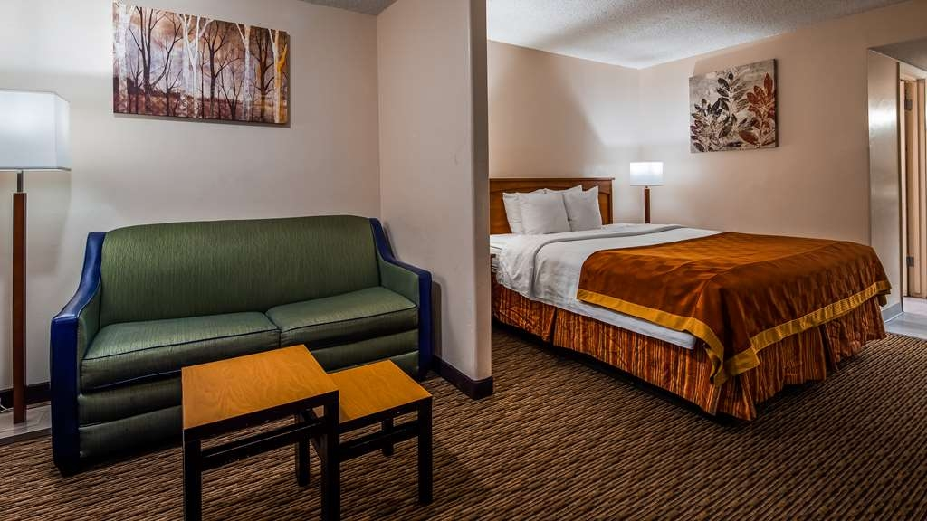 SureStay Hotel by Best Western Tehachapi - Make a reservation in this king suite featuring a sofabed, microwave, refrigerator and free Wifi.