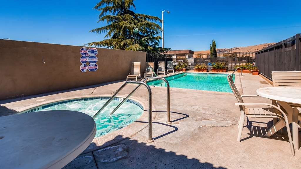 SureStay Hotel by Best Western Tehachapi - Whether you want to relax in our hot tub or take some laps in our outdoor pool we are waiting your arrival.