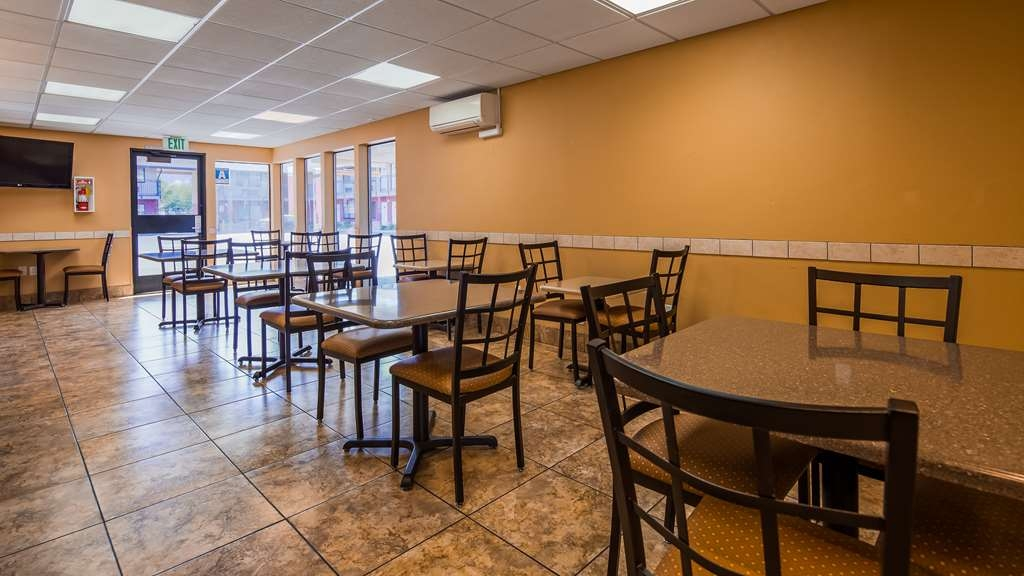SureStay Hotel by Best Western Tehachapi - Our breakfast room offers intimate dining for couples and smaller groups.