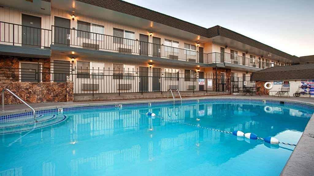 SureStay Plus Hotel by Best Western Susanville - Vue de la piscine