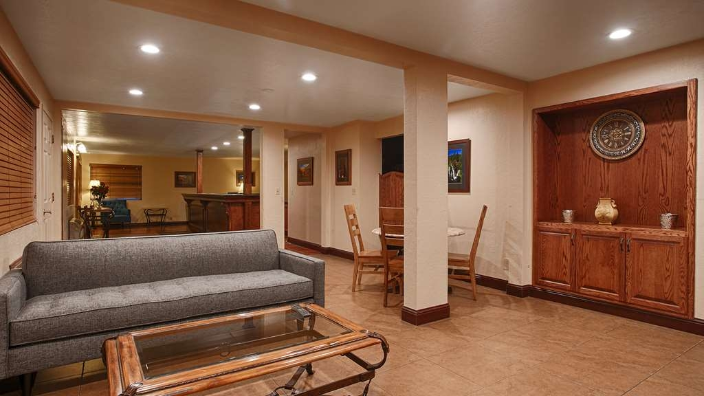SureStay Plus Hotel by Best Western Susanville - Our lobby is the perfect spot to relax after a long day of work and travel.