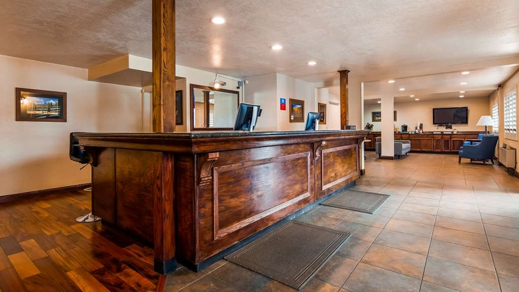 SureStay Plus Hotel by Best Western Susanville - Our lobby makes for a great place to meet up with friends and family.