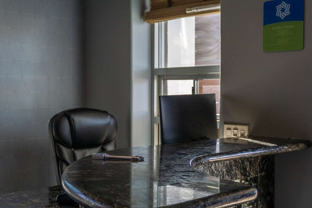 SureStay Hotel by Best Western Phoenix Downtown - Whatever your desire, our front desk staff will help guide you to top restaurants in the area.