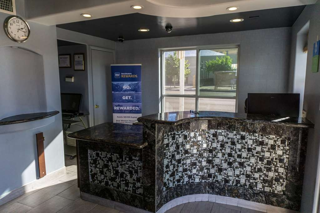 SureStay Hotel by Best Western Phoenix Downtown - Our front desk is happy to provide all the comforts of home for you during your stay