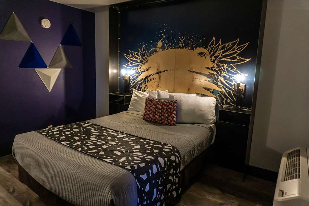 SureStay Hotel by Best Western Phoenix Downtown - Live in true luxury when you book a our queen bedroom.