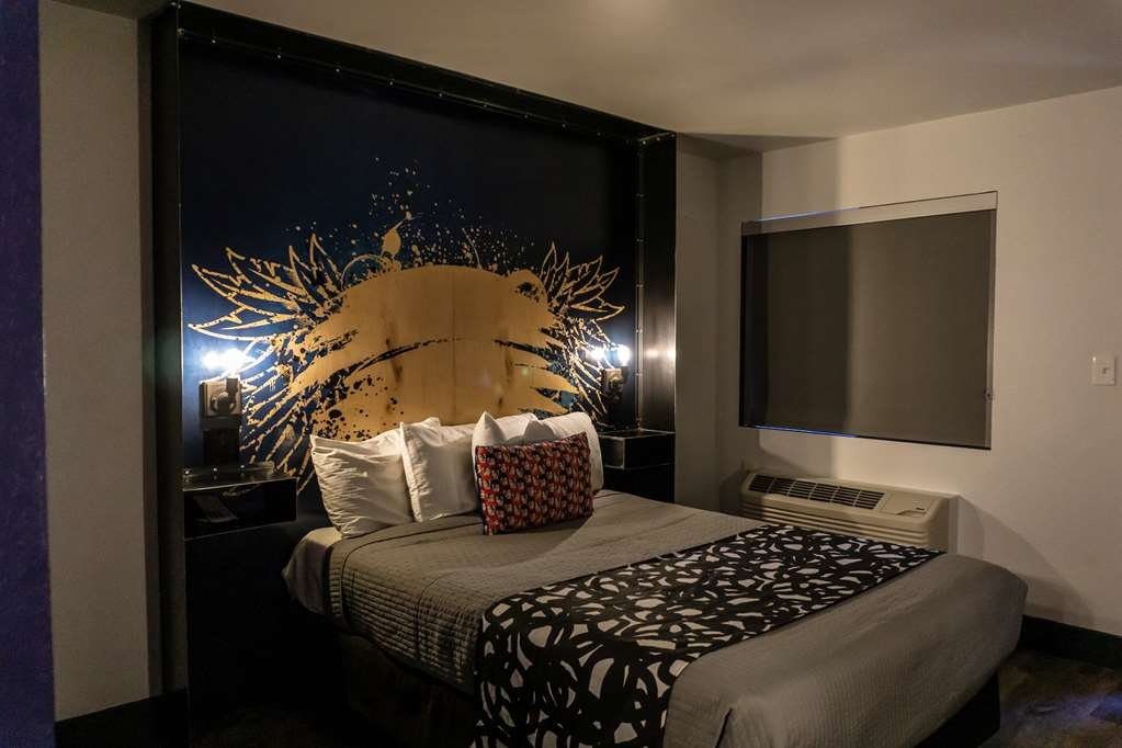 SureStay Hotel by Best Western Phoenix Downtown - Make a reservation in this queen room featuring a flat screen TV, free Wifi, microwave and refrigerator.