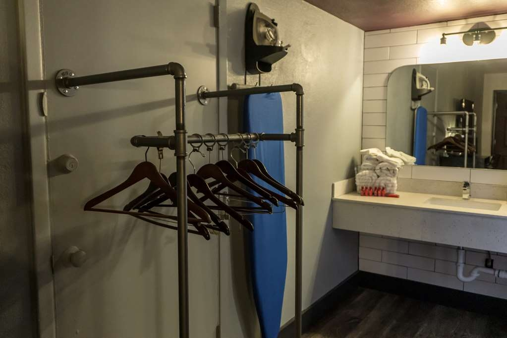 SureStay Hotel by Best Western Phoenix Downtown - Hang up your clothes in this quaint 2 queen accessible room