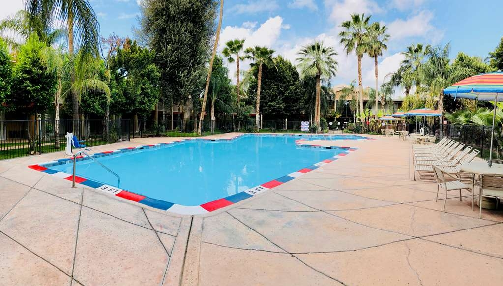 SureStay Plus Hotel by Best Western Bakersfield North - Piscina
