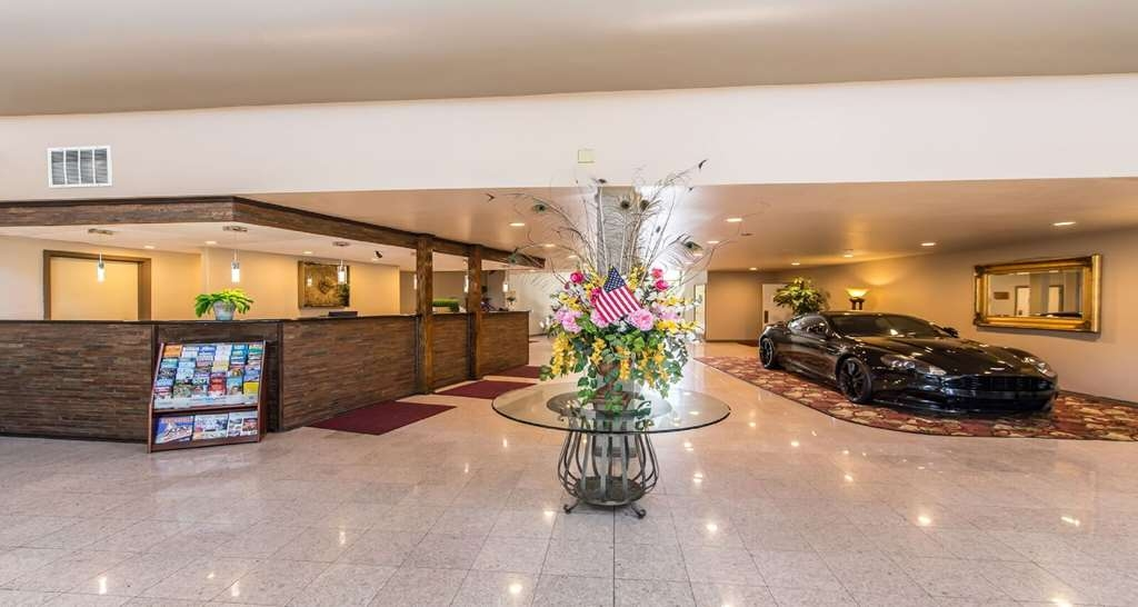 SureStay Plus Hotel by Best Western Bakersfield North - Hall