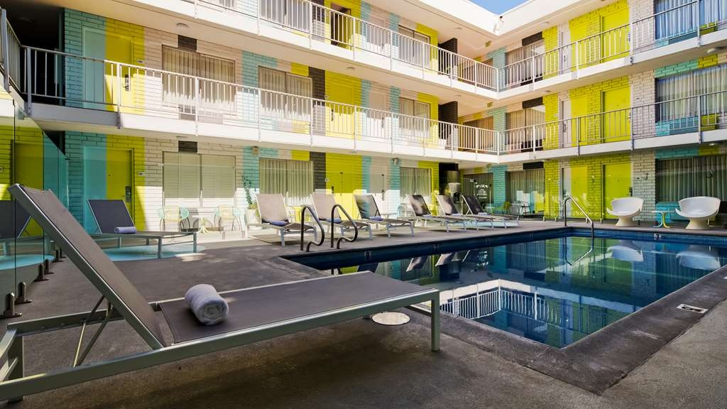 Best Western Plus Hollywood Hills Hotel - Vue de la piscine
