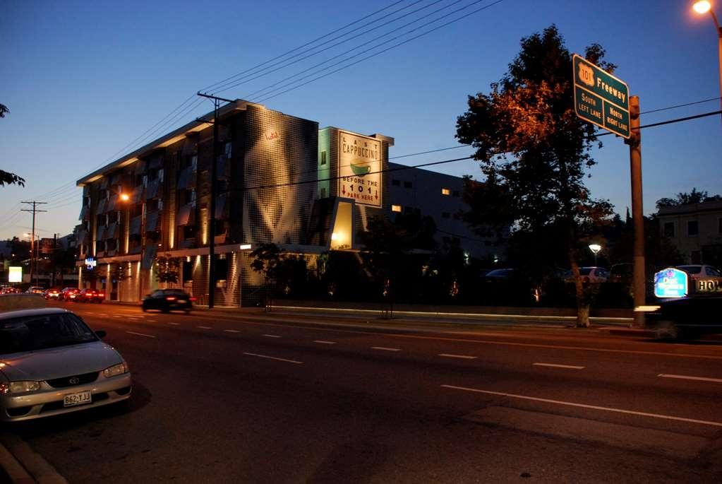 Best Western Plus Hollywood Hills Hotel - Außenansicht des Hotels