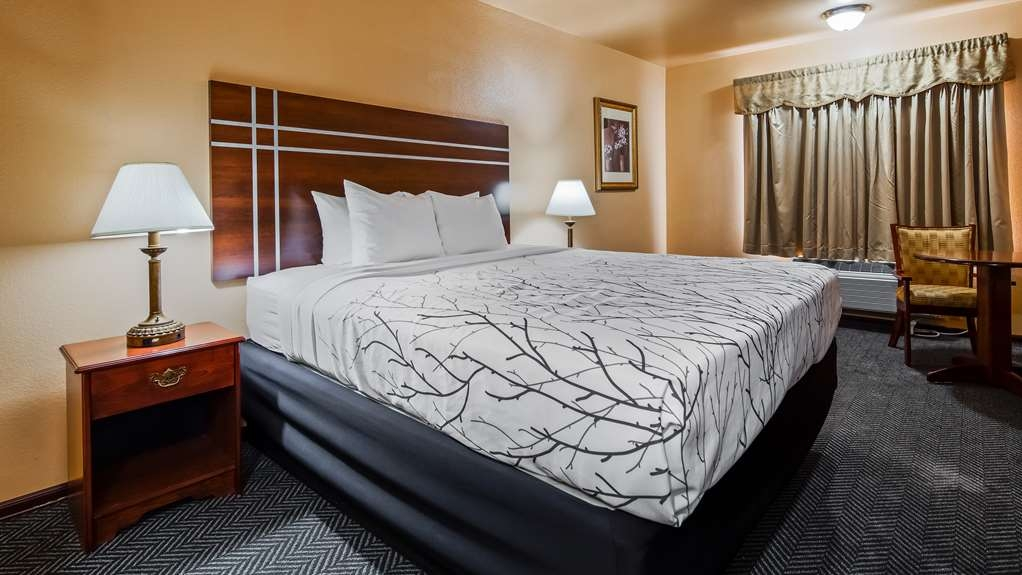 SureStay Plus Hotel by Best Western El Cajon - Traveling with family? Make a reservation in our suite 2 king bedroom.