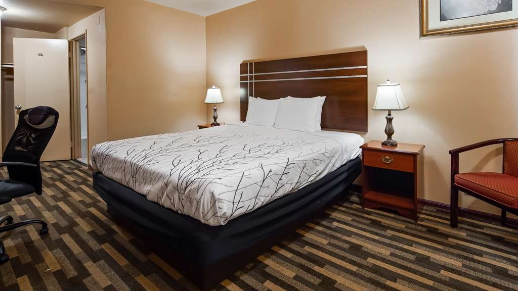 SureStay Plus Hotel by Best Western El Cajon - We offer a variety of king rooms from standard to mobility accessible.