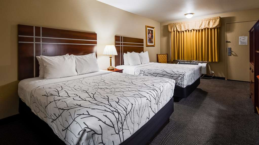 SureStay Plus Hotel by Best Western El Cajon - If you're looking for a little extra space to stretch out and relax, book one of our 2 queen or 2 queen suite bedrooms.