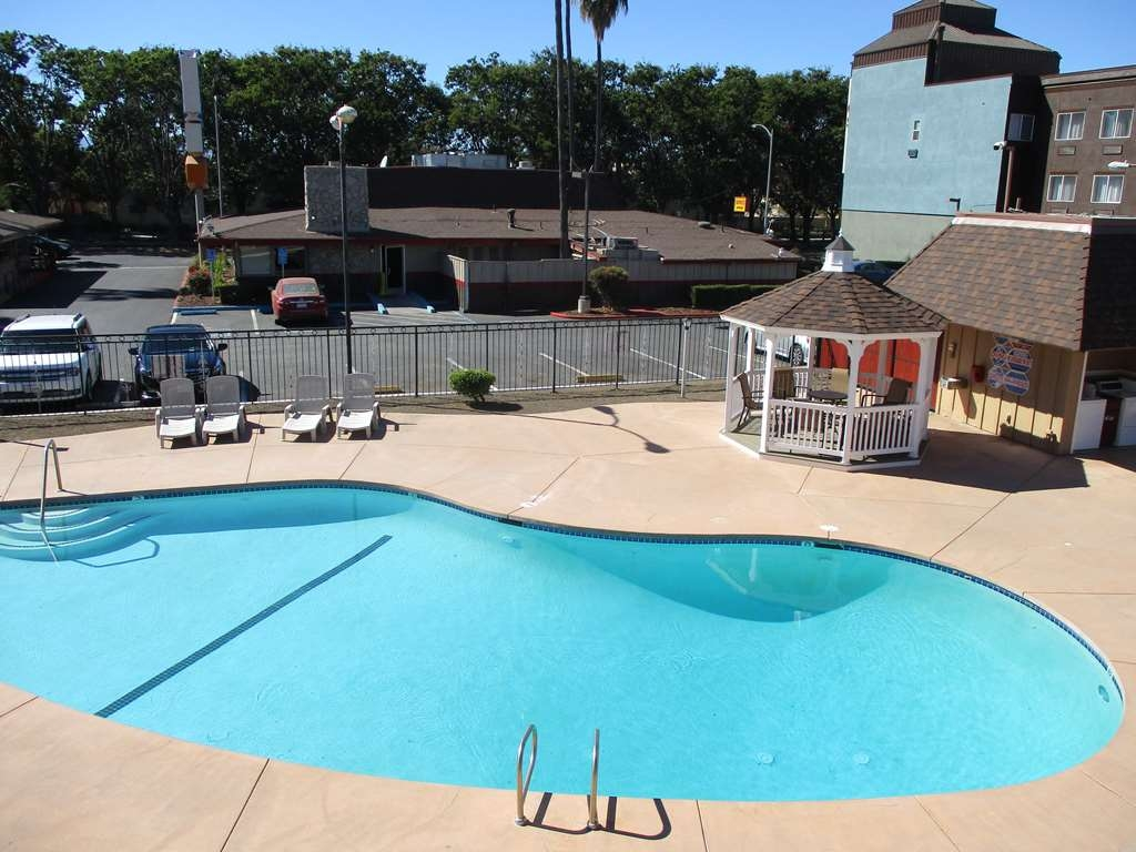 SureStay Hotel by Best Western San Jose Airport - Vue de la piscine