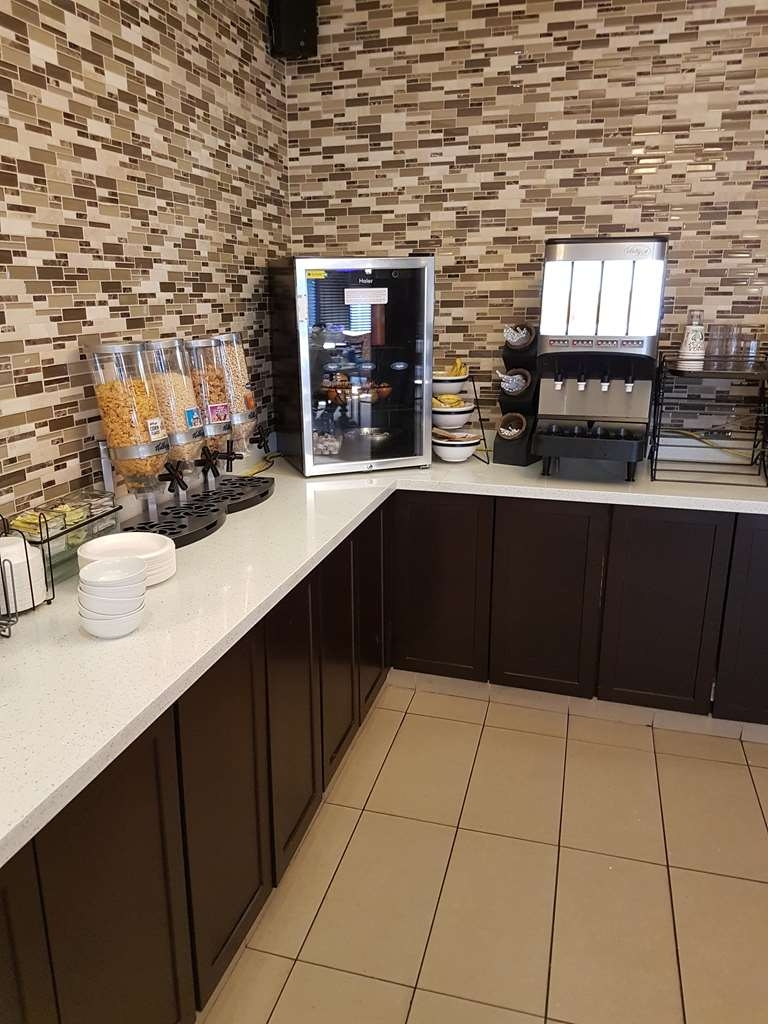 SureStay Plus Hotel by Best Western Coquitlam - Desayuno Buffet