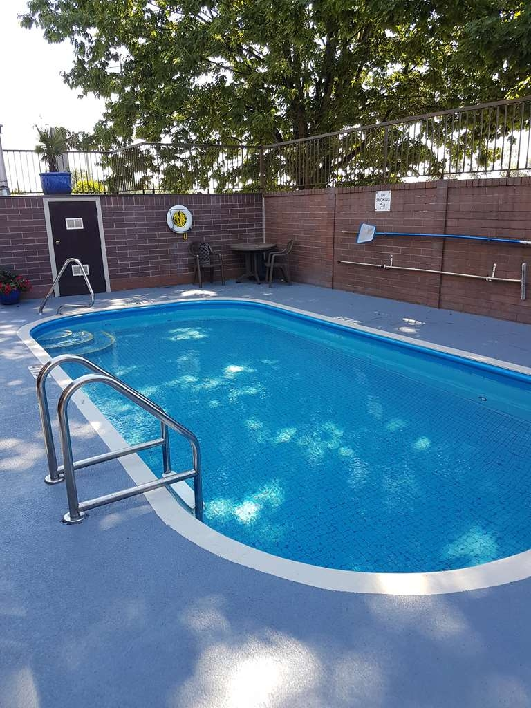 SureStay Plus Hotel by Best Western Coquitlam - Vista de la piscina