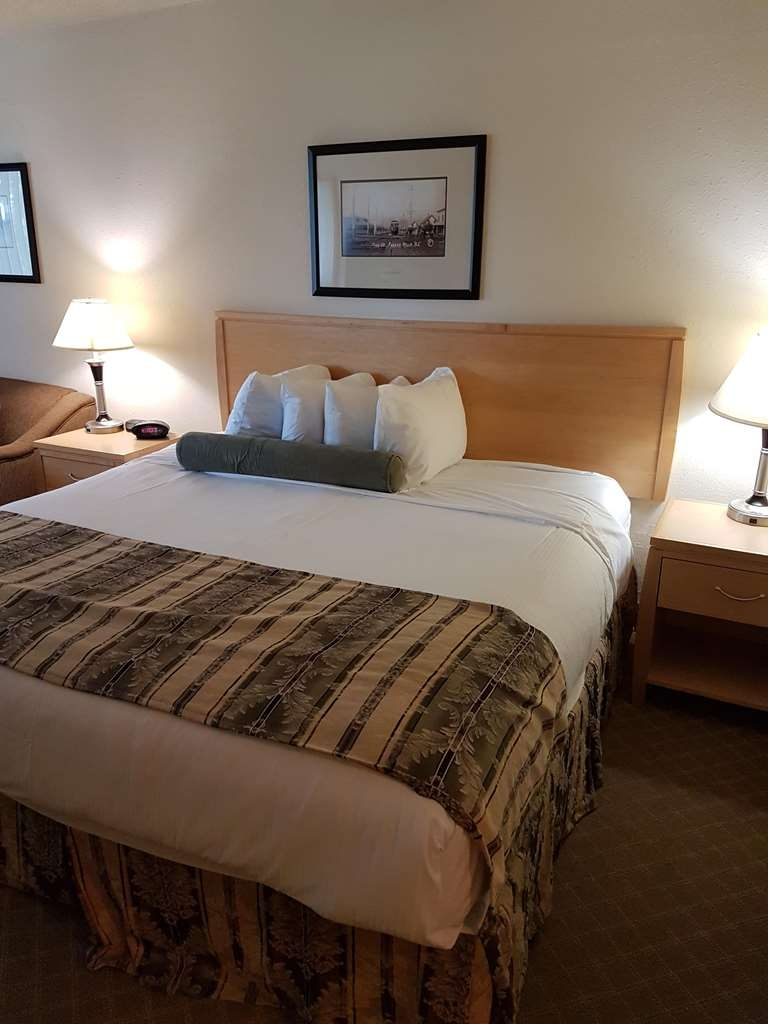 SureStay Plus Hotel by Best Western Coquitlam - Your comfort is our first priority. In our king room featuring a sofabed, you will find that and much more.