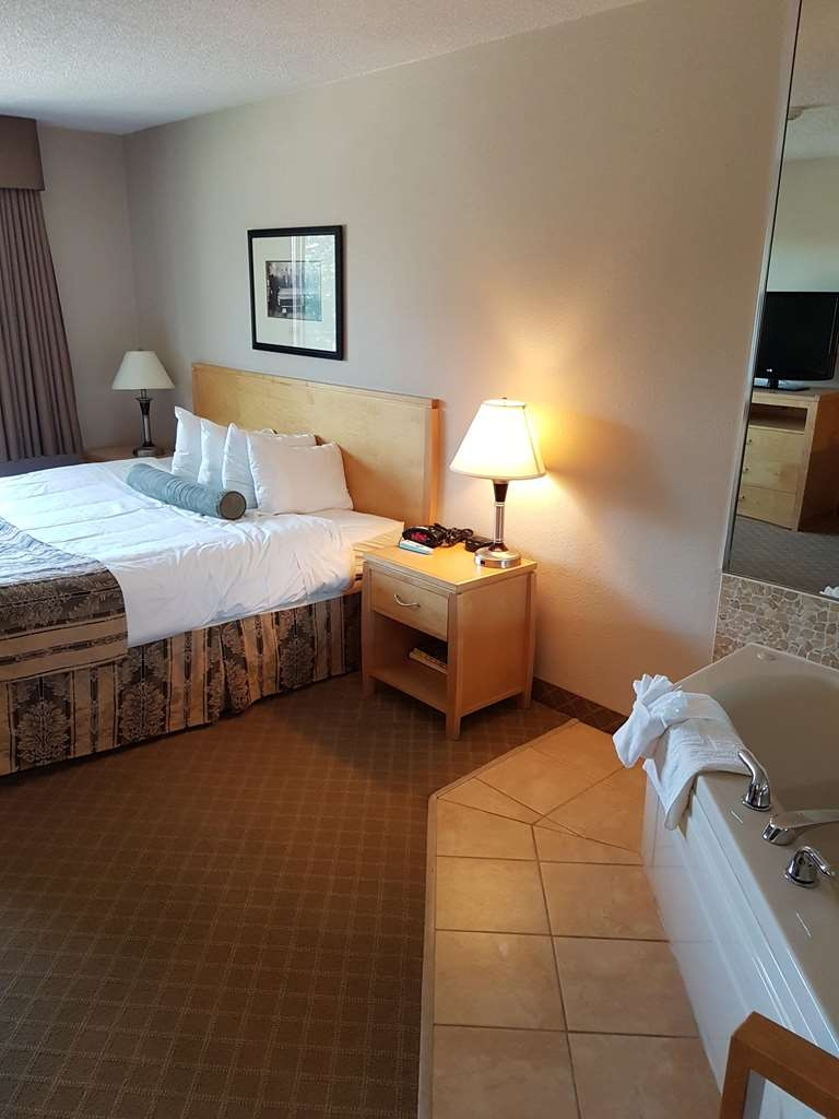 SureStay Plus Hotel by Best Western Coquitlam - Suite