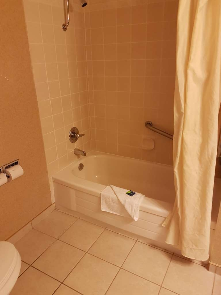 SureStay Plus Hotel by Best Western Coquitlam - Enjoy getting ready for the day in our fully equipped guest bathrooms.