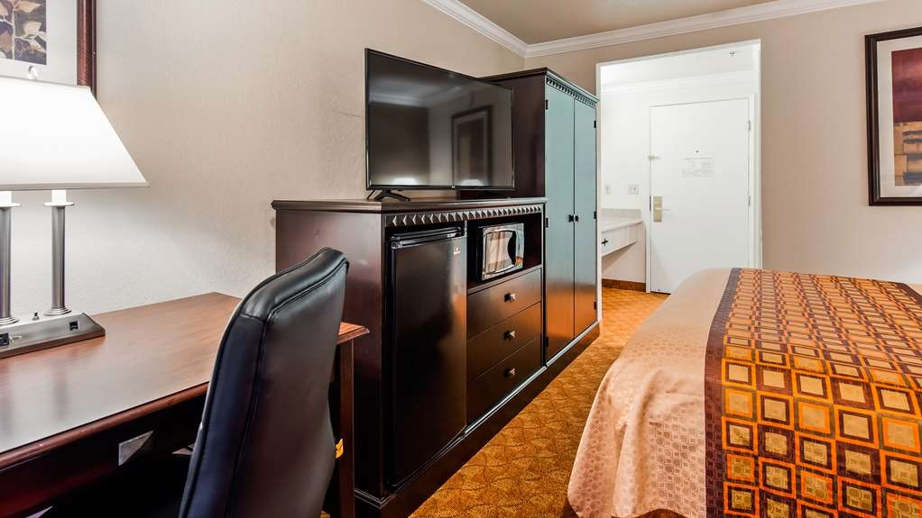 SureStay Plus Hotel by Best Western Lompoc - Here for work? We have laptop friendly space available for you in this queen bedroom.
